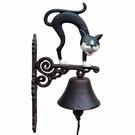 Cloche porte d'entrée chat noir hérissé